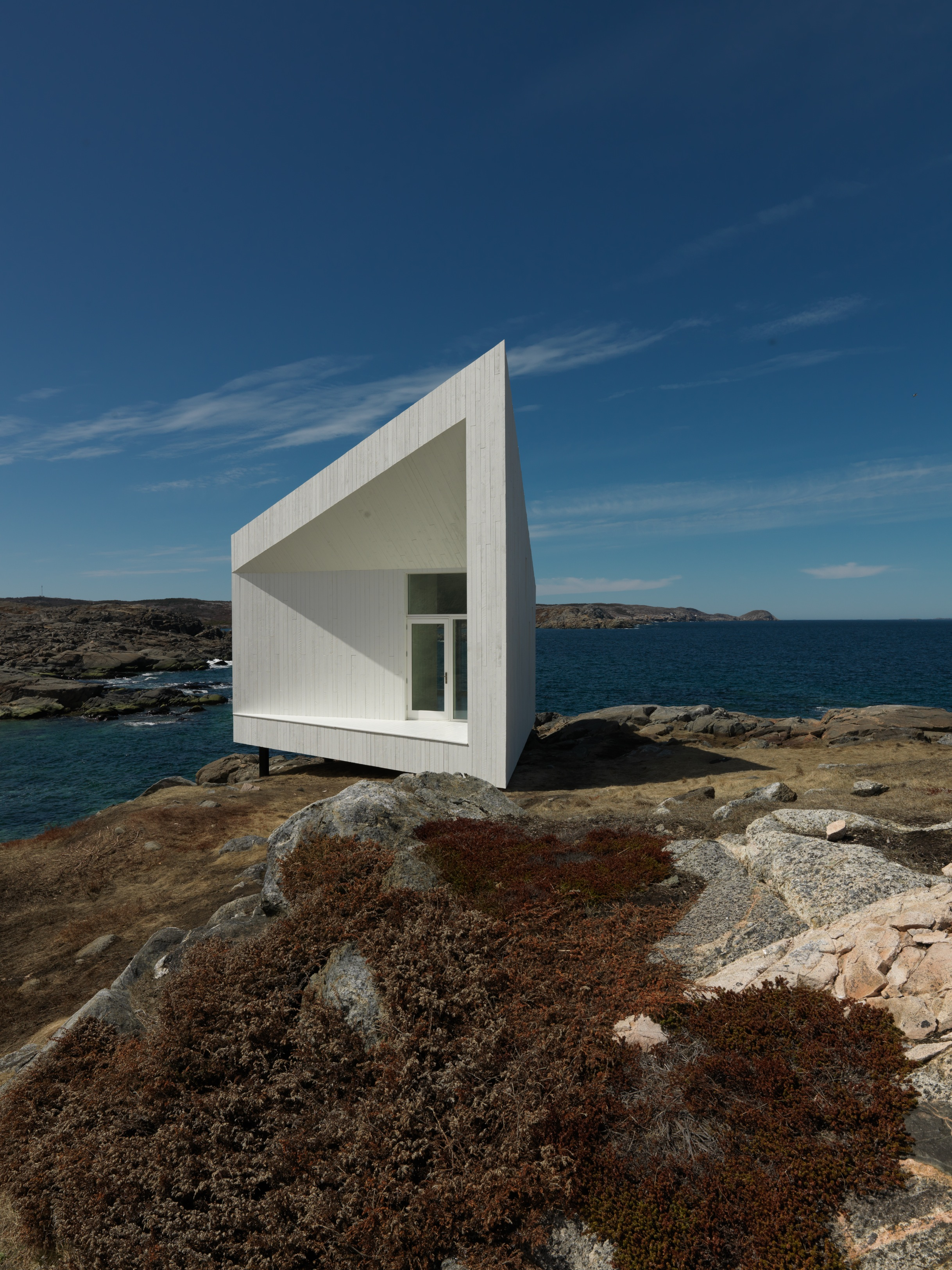 Strange et familiar : architecture on Fogo Island